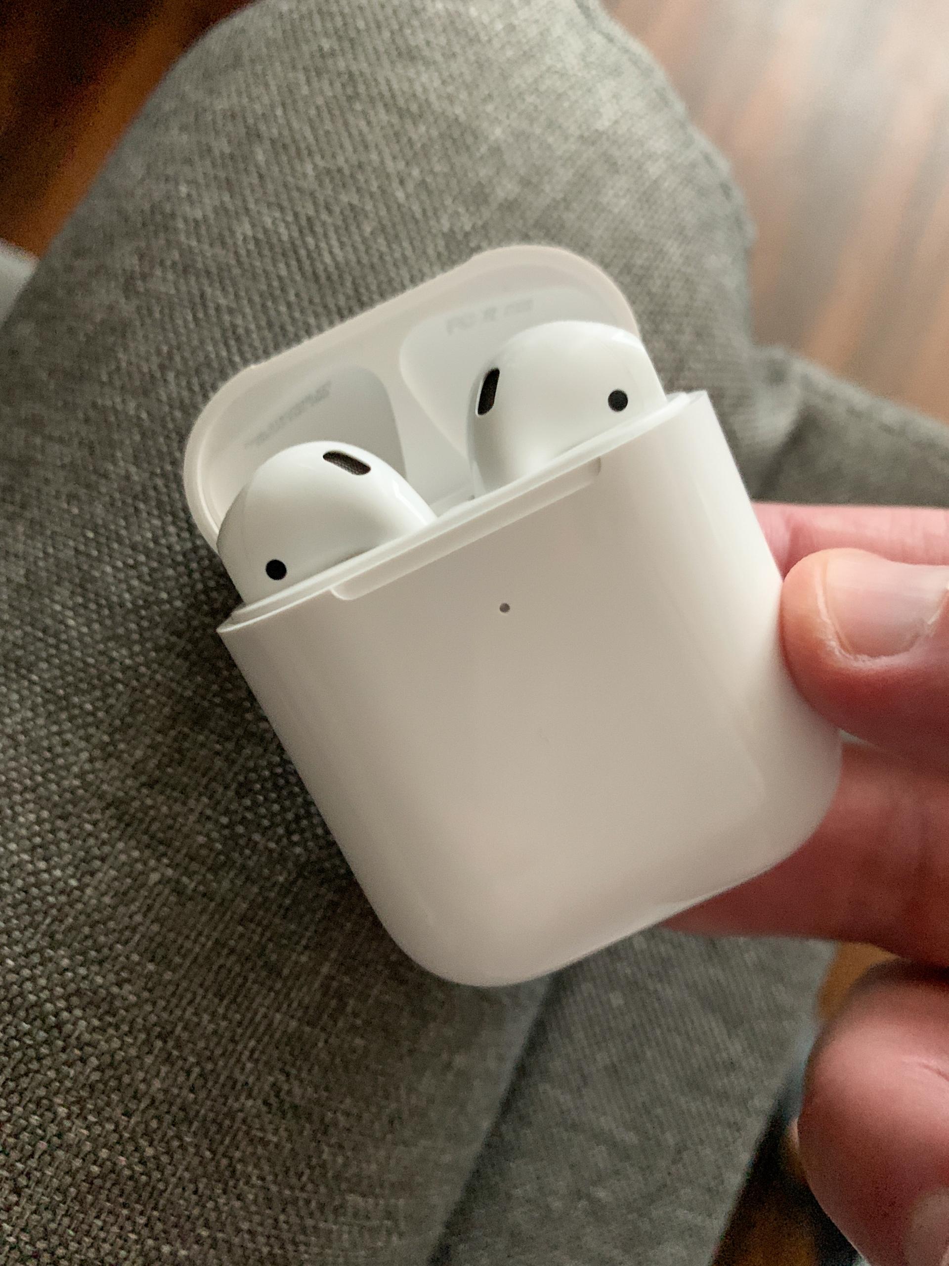 Apple AirPods Generation 2 fake